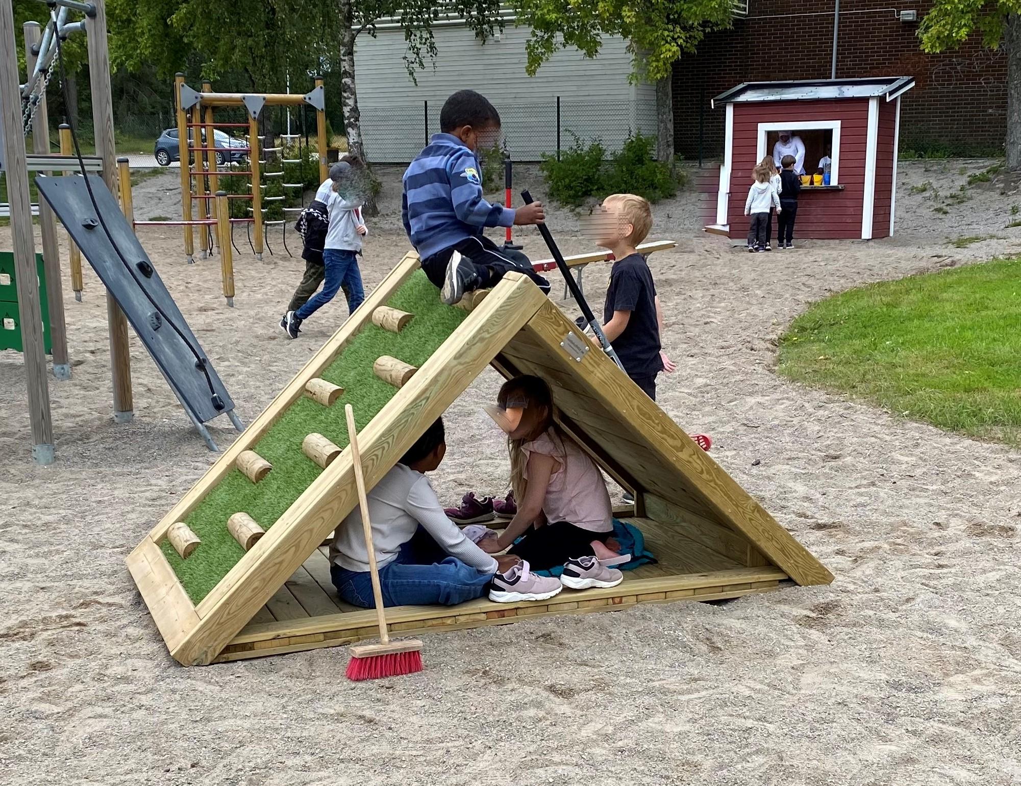 klatterhus-med-barn1